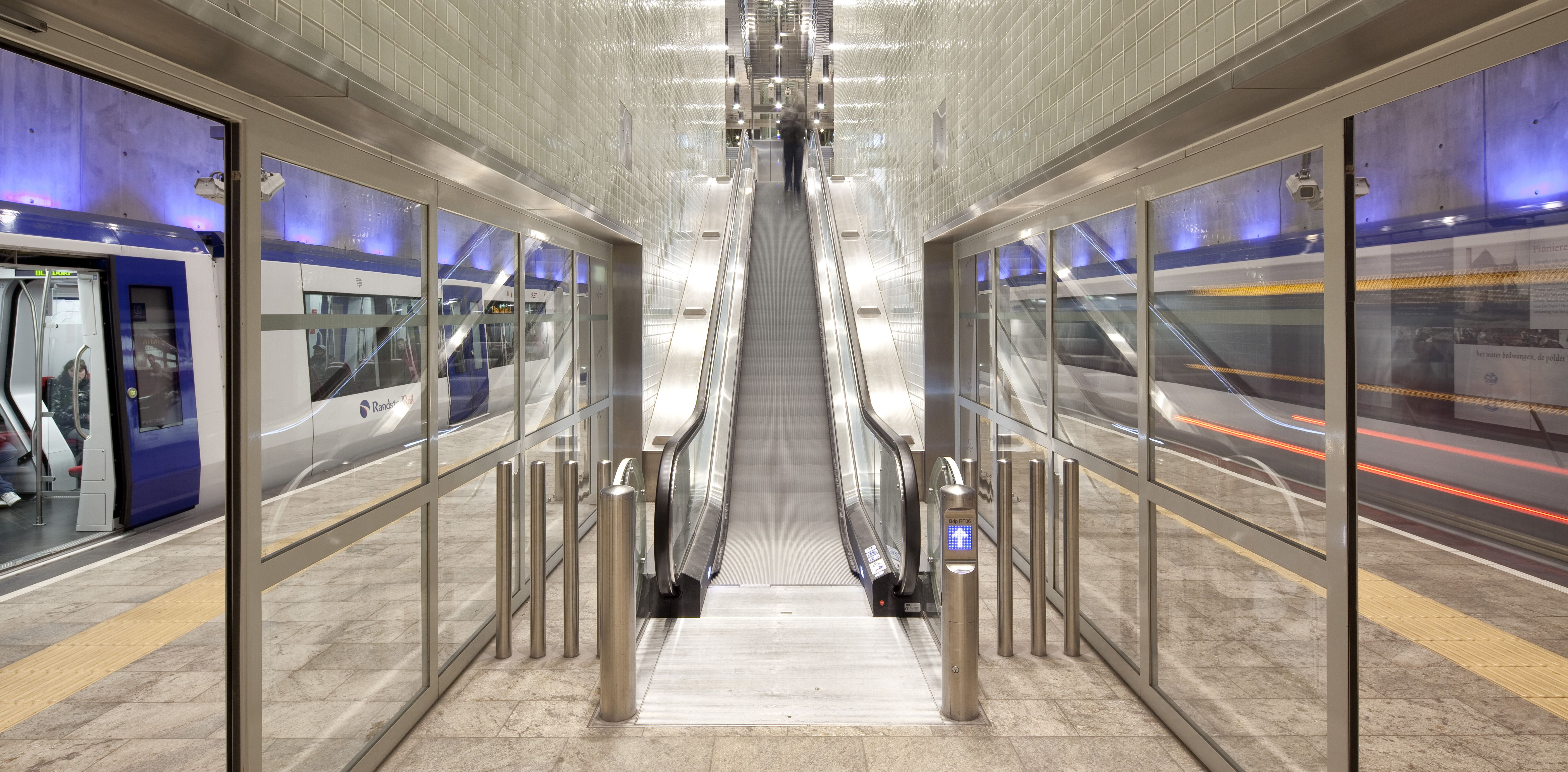 Buiten dienst staande liften en roltrappen
