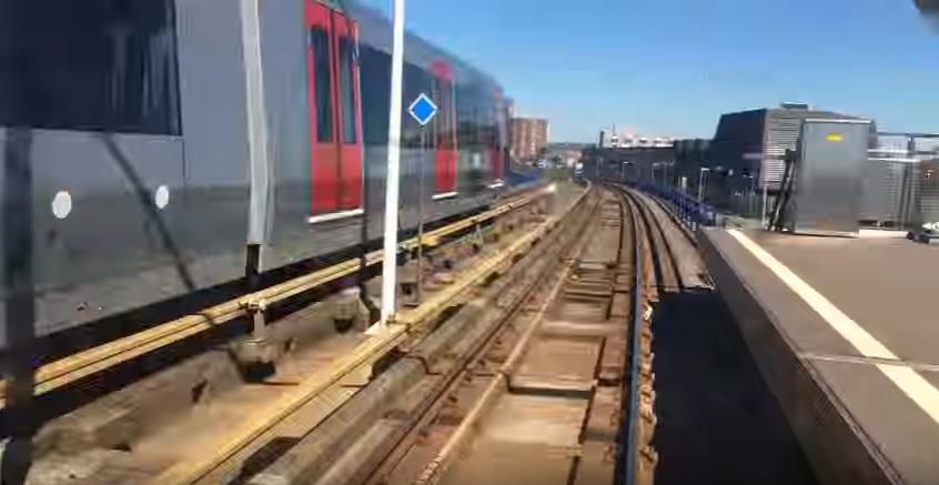 Reis mee met metrolijn E