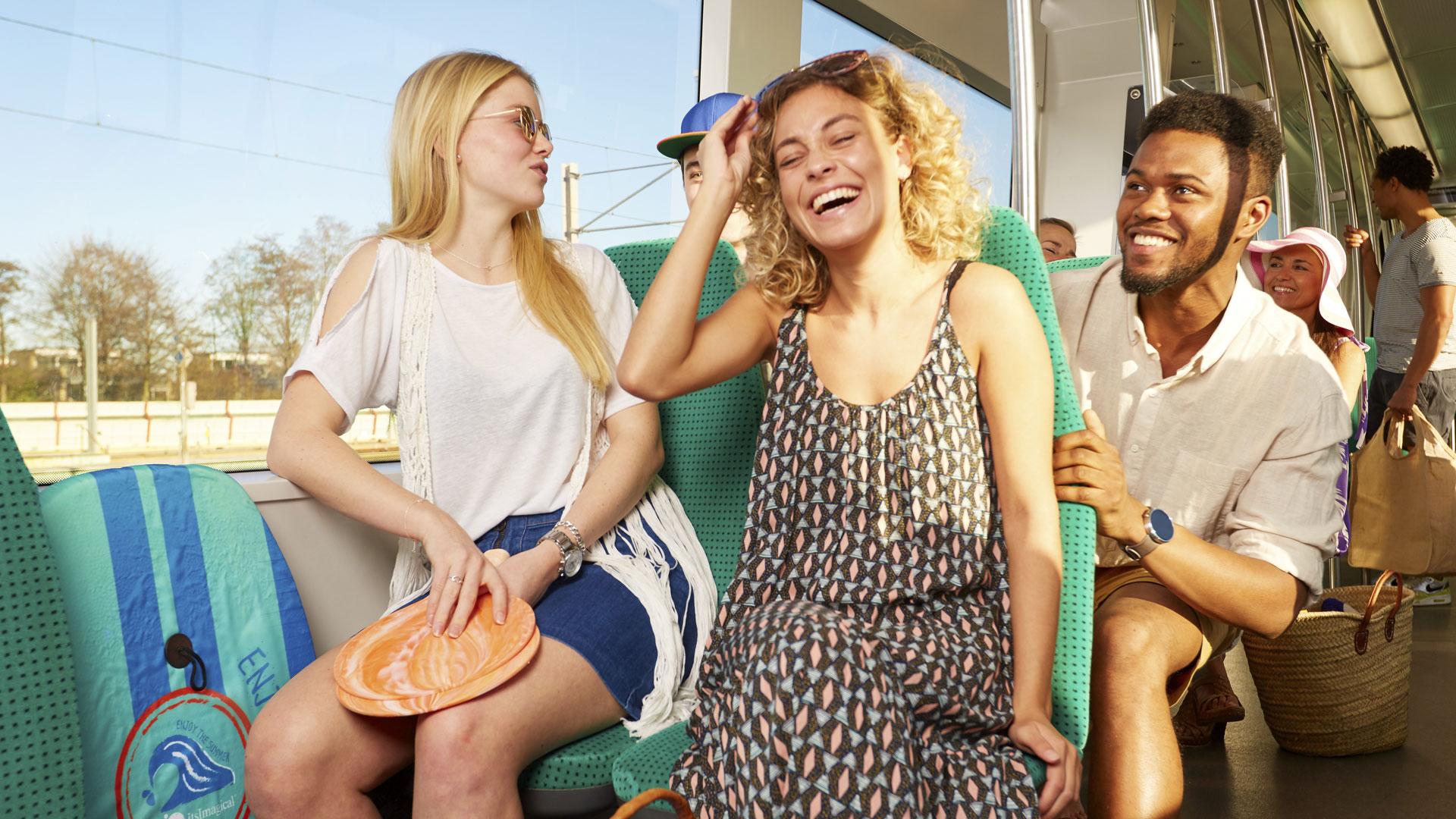 Ivm de vakantiedienst van zaterdag 17 juli t/m zondag 29 augustus hebben bussen, trams en metro's andere vertrektijden.